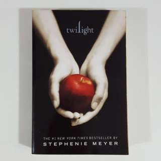 Twilight (Twilight Saga, #1) by Stephenie Meyer