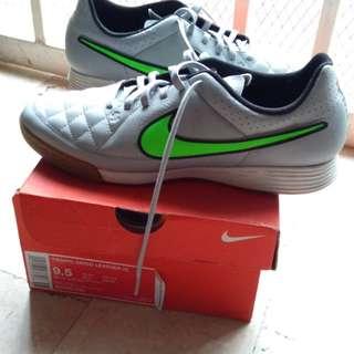Nike Tiempo Genio Leather sport shoe from U.S., new with box, size 9.5