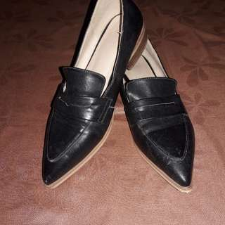 Black Pointed Flats- pre - loved