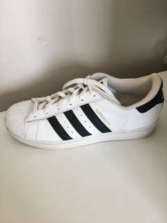 Adidas superstars!!