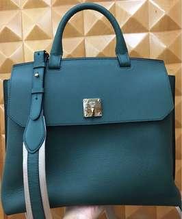 全新MCM時尚皮袋(可作手挽、背包及側孭)