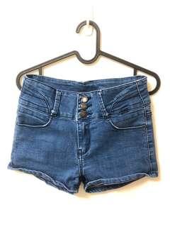三釦淺藍牛仔短褲 ⚠️通通$100內