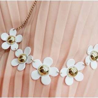 Marc jacob daisy necklace