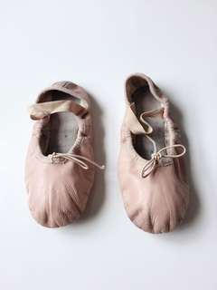 Size 13.5D Bloch pink ballet shoes