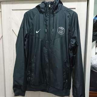 🚚 二手NIKE PSG風衣外套,黑迷彩L號,NT1,580元即售。
