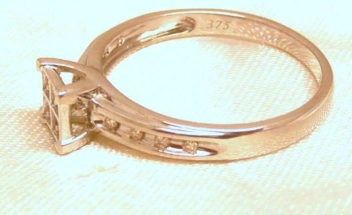 9carat White Gold Diamond Ring