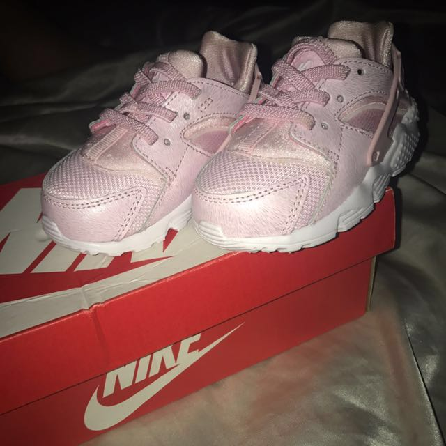 separation shoes 3b484 e87eb BRAND NEW BABY PINK HUARACHES, Babies & Kids, Girl's Apparel ...