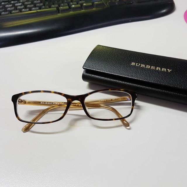 c8f5ddd31024 Burberry glasses authentic, Fesyen Wanita, Aksesoris di Carousell