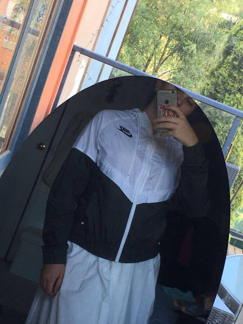 Nike Black and white spray jacket/wind braker