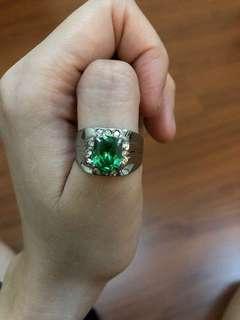Cincin zambrud hijauu