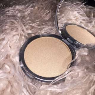 The balm marry lou highlighter