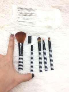 New- set makeup brushes