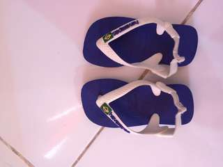 Havianas slippers good as new