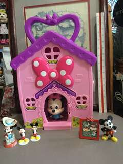Minnie Mouse Play House wd Minnie and Mickey Figures