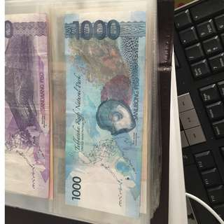 Phillippines 1000 note, no stains, 4 seperate folds vetically
