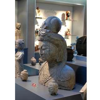 古青石雕半身菩薩像