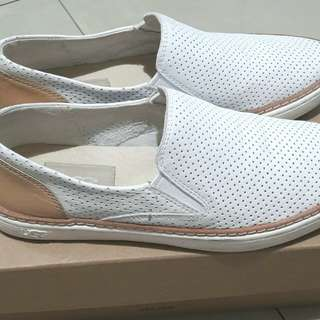 UGG Fashion Sneakers Size 5