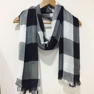 Black and white checkered scarf