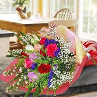 [FREE DELIVERY] 12 Mixed Roses Long Wrapping Hand-bouquet (027-MR)