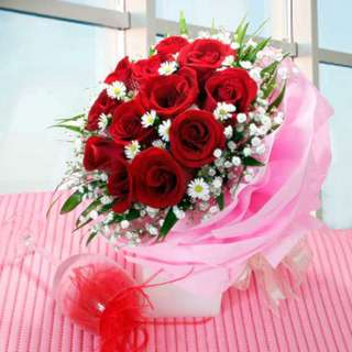 [FREE DELIVERY] 12 Red Roses in Multi-wrapping Hand-bouquet (020-RR)