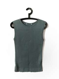 Uniqlo green vest