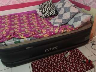Intex air bed queen size