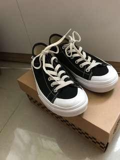 Vans半月基本款女鞋(V67CVS BK)