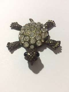 Turtle up your fashion with this jewelry