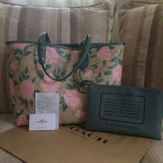 on hand coach bag reversible w/ gift receipt and paper bag