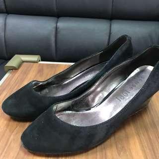 🚚 Sence 1991 專櫃高跟鞋 全黑麂皮底跟械型高跟鞋