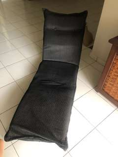 Foldable cushion chair in black