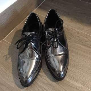銀色英倫風尖頭鞋
