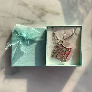 Pearl shell necklace with box
