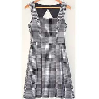 REVIEW BLACK & WHITE HOUNDSTOOTH CHECK FLOCK VELVET CUT OUT PLEAT DRESS *NWOT* 8