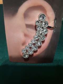 UNIQUE AND CLASSY CATRIONA GRAY- INSPIRED EAR CUFFS