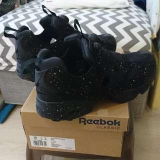 🚚 二手REEBOK INSTAPUMP 黑彩10號,NT2,500元即售。