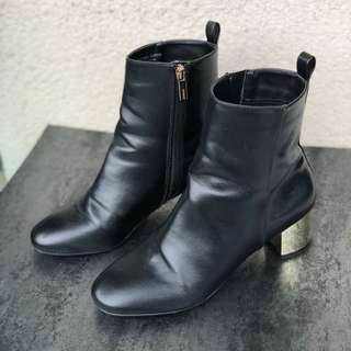 Topshop Black Boots with Gold Plated Heels 黑色中靴金色鞋踭