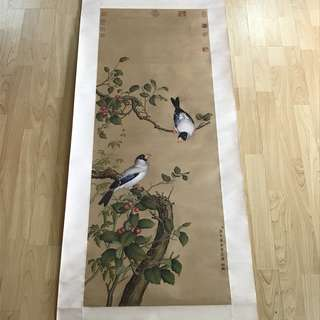 {Collectibles Item - Ancient Ink Painting} 清朝古画 Qing Dynasty Chinese Ancient Painting On Silk -【花鳥圖】 軸画長6尺6寸(198cm) 寛2尺(60cm) - 郎世寧,原名朱塞佩·伽斯㡳里奥内(意大利语: Gluseppe Castiglione),【1688年7月19日-1766年7月17日】意大利人,天主教耶穌會傳教士及中國满清宫𨑳畫家,寫實畫風纪录了清朝初期的中國宫廷人物與景色。