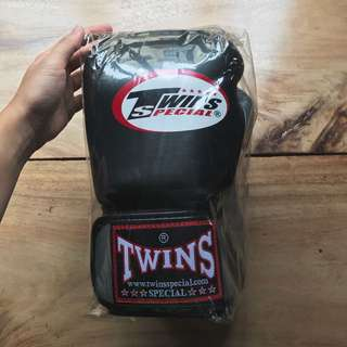 Twins Special Boxing Gloves 10oz