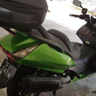 Honda 400cc motobike for sales , coe renew , good engine , left 6 1/2 years plus