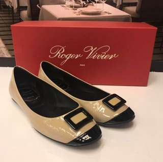 清貨Roger Vivier patent Flat Shoes
