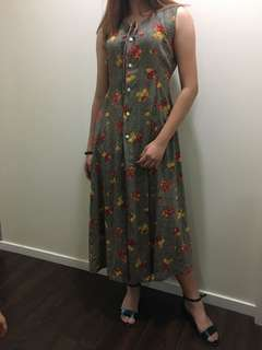 Designed vintage long dress ( size 10)