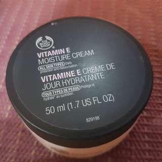 Bodyshop Moisturizer Cream Vitamin E