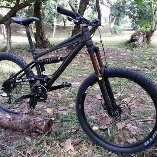 Full suspension mountain bike 27.5