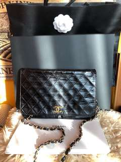 100% authentic Chanel WOC Vintage 80%new( I accept instalment three months to pay)