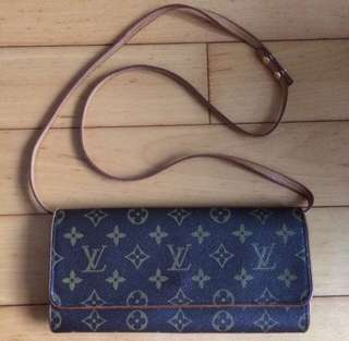 Louis Vuitton Pochette GM Crossbody Clutch Bag (Preloved)