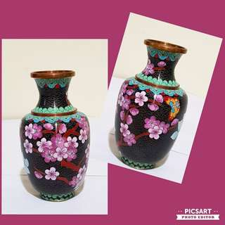 "1960s Beautiful Chinese Cloisonne Vase, 6"" tall, Hand-made and Very Fine Craftsmanship. It has Flowers and Butterfly around the body as shown in the photos. $25 clearance offer! Sms 96337309."