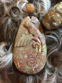 瑪瑙共生珊瑚玉雕刻件