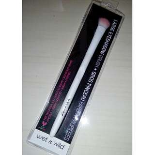 NEW Wet n Wild Large Eyeshadow Brush