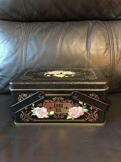 絕版 Anna Sui全新儲物罐/裝飾品,大size(有手挽),值得收藏。注意:可以先入數之後順豐到付
